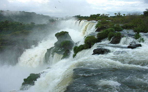Iguazu Falls, boundary between Argentina and Brazil