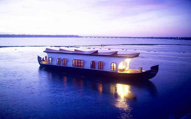 kerala tourist houseboat