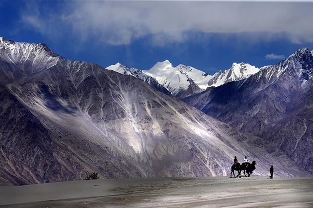 Magnetic-Hill-Ladakh