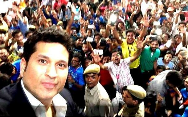 Sachin Tendulkar's selfie with the crowd at ICC T20 WC 2016