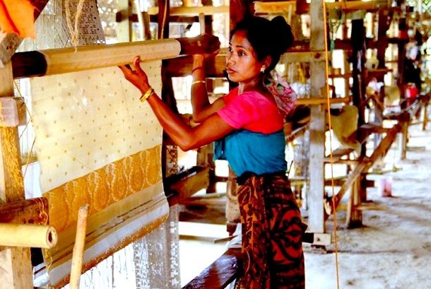 Sualkuchi, Assam - the world's largest weaving village